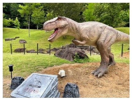 """兵庫県立丹波並木道中央公園で""""動く恐竜""""展示開始"""