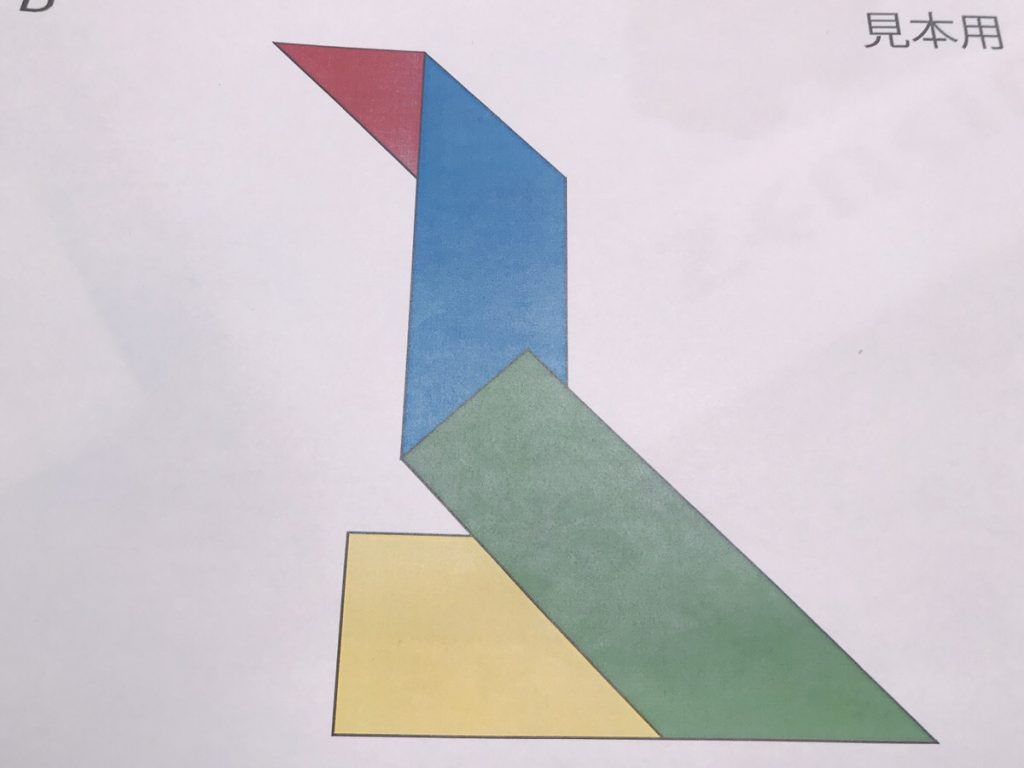 パズルの図形を描いた紙